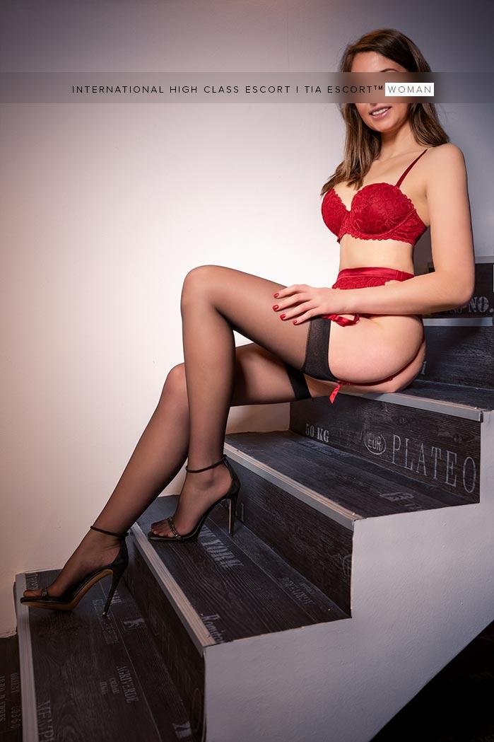 Brünette Femme Fatale Berlin - Lia 3