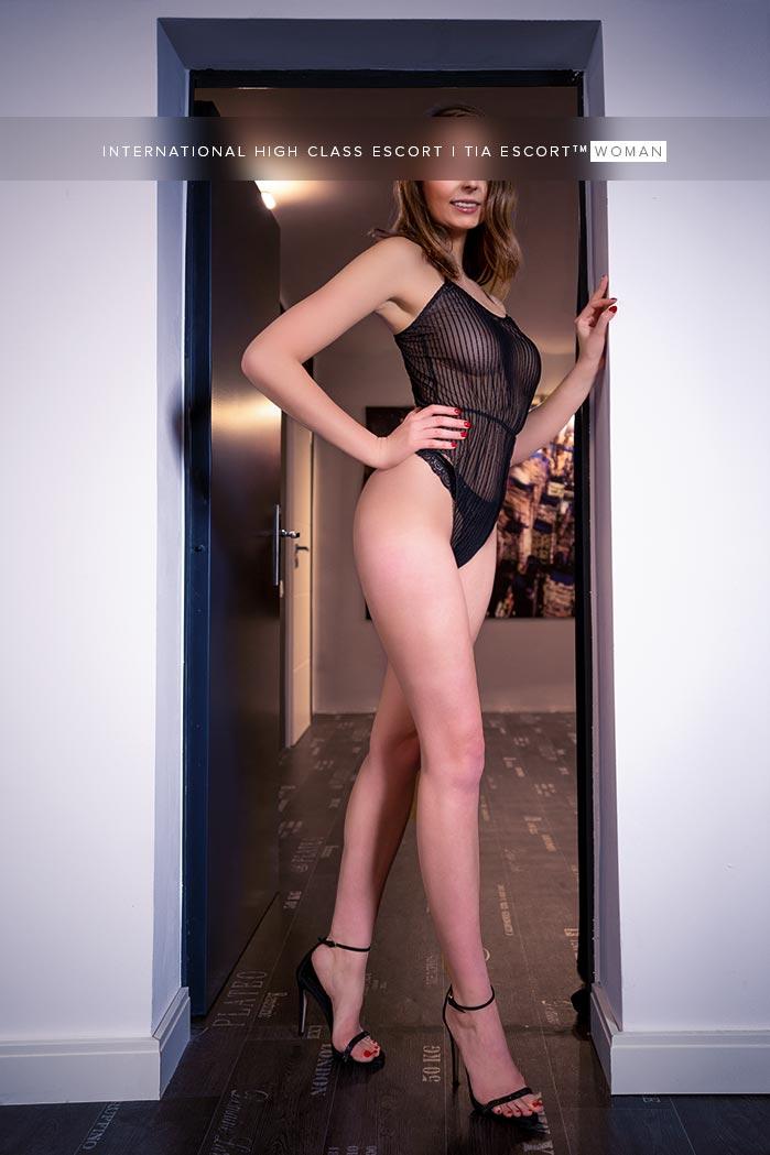 Brünette Femme Fatale Berlin - Lia 4